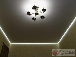 Матовый парящий потолок в спальню