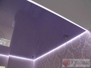 Фиолетовый потолок парящие линии