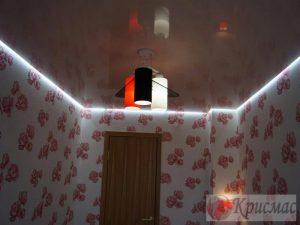 Парящий натяжной потолок в спальню