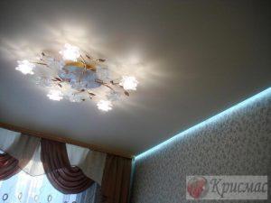 Матовый потолок с подсветкой по периметру