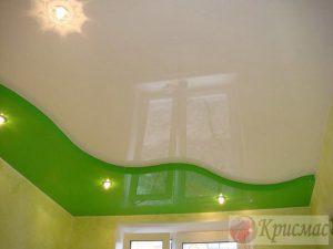 Двухцветный натяжной потолок с подсветкой