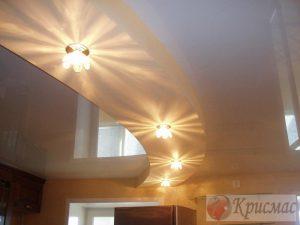 Двухуровневый дизайн потолка на кухню