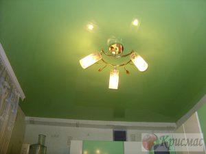 Салатовый натяжной потолок кухня 9 кв.м.
