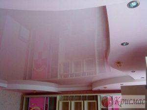 Розовый натяжной потолок в детской, 2 уровня, подсветка
