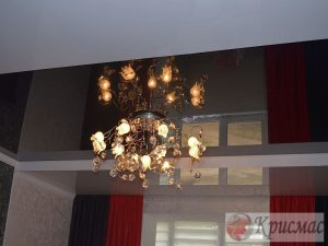 Зональный потолок в спальне, глянец