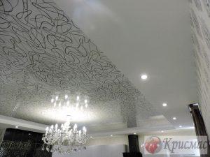 Изящный двухуровневый потолок на кухне