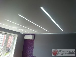 Стильный парящий потолок в спальне