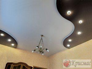 Контрастный потолок в гостиную