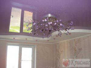 Фиолетовый двухуровневый потолок в спальню
