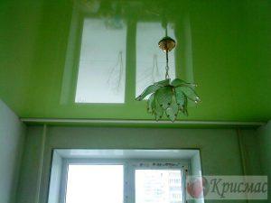Салатовый натяжной потолок в детской