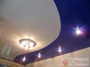 Комбинированный криволинейный натяжной потолок