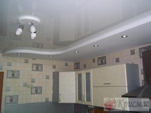 Зонированый потолок с подсветкой рабочей зоны