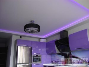 Матовый потолок со светодиодной подсветкой по периметру