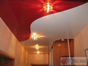 Комбинированный натяжной потолок в прихожей