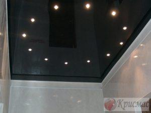 Черный потолок в ванную с подсветкой