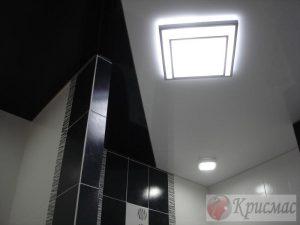Черно белый контраст натяжного потолка в ванную