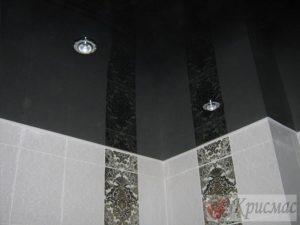 Черный натяжной потолок в ванной комнате
