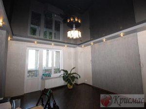 Черный потолок из глянцевого полотна в зал