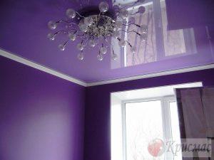 Фиолетовый глянец в гостиной
