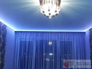 Синий потолок с подсветкой по периметру