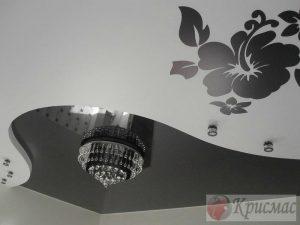 Двухуровневый контраст с фотопечатью на потолке