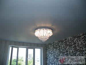 Матовый потолок в гостиную
