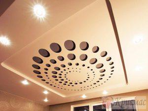 Бежевый резной потолок в гостиную
