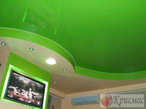 Салатовый натяжной потолок в два уровня
