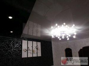 Стильная гостиная не обойдется без натяжного потолка!
