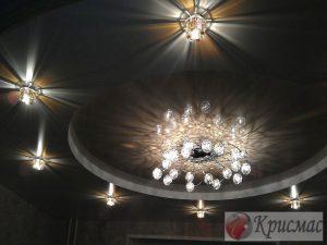 Потолок в гостиную с регулируемой подсветкой