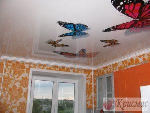 Натяжной потолок в кухню, бабочки
