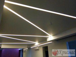 Потолок с линейной светодиодной подсветкой