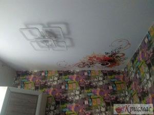 Натяжной потолок в детскую со светодиодной люстрой