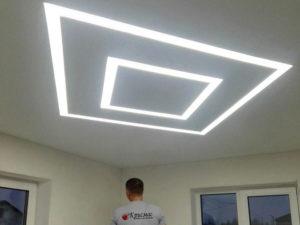 Натяжной потолок парящие линии на кухне
