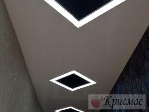 Потолок в прихожей с подсветкой ромбы